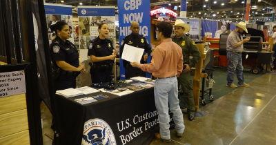 Patrulla Fronteriza dice que reclutamiento en Rodeo de Houston ha sido un éxito (VIDEO)