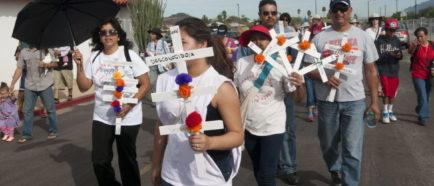 dia de muertos fallecidos inmigrantes frontera cruces