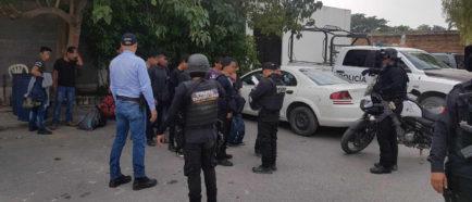 Hallan 24 inmigrantes guatemaltecos deshidratados en un vehículo en México