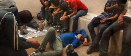 inmigrantes detenidos redadas estaciondeICE patrulla