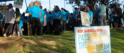 dreamers y activistas en la ciudad de Vista, CAL