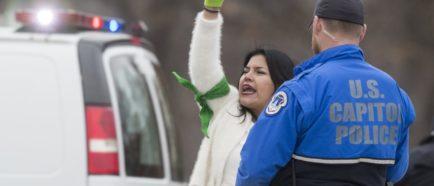 Manifestantes se movilizan para apoyar la aprobación de una Ley DREAM limpia
