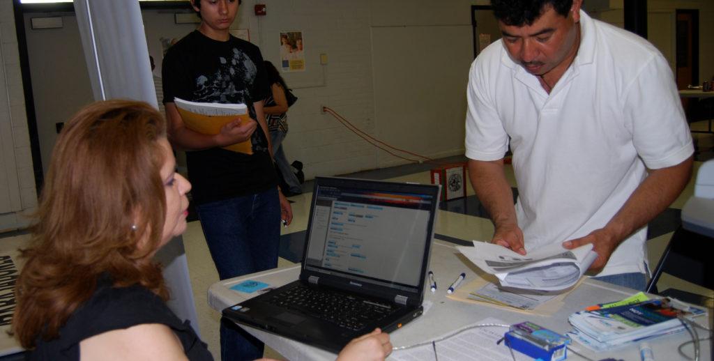 DHS llama a reinscripcion de salvadoreños 20182