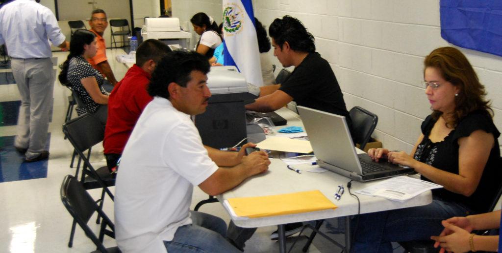 DHS llama a reinscripcion de salvadoreños 2018a
