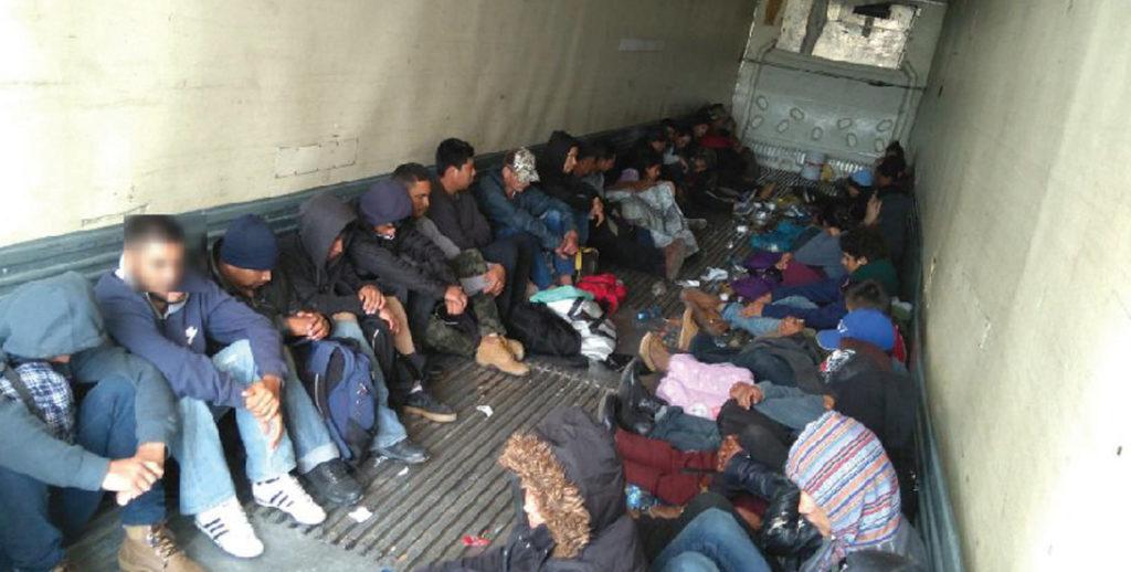 inmigrantes frontera rescatados camion