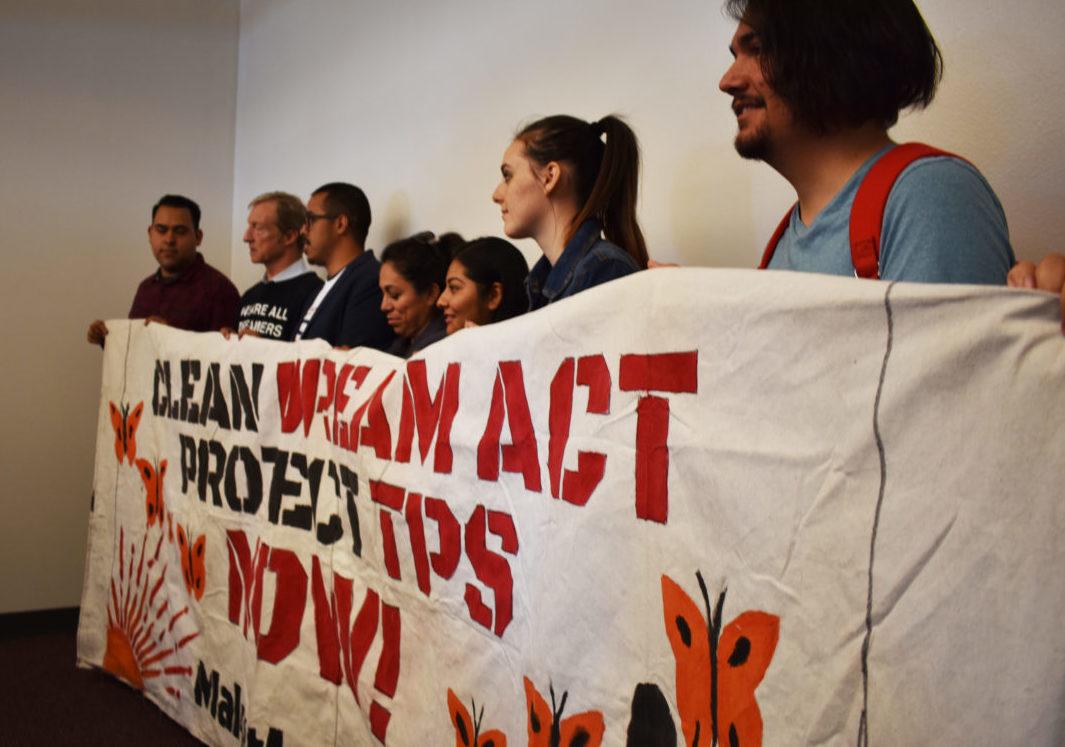 """Más de 500 cargos electos piden al Congreso protección para """"soñadores"""" y TPS"""