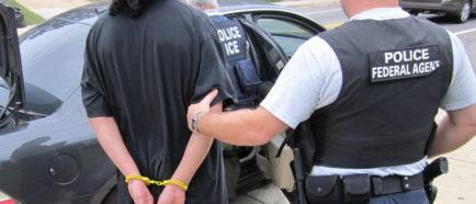 detenciones ICE redadas oficiales policia inmigrantes