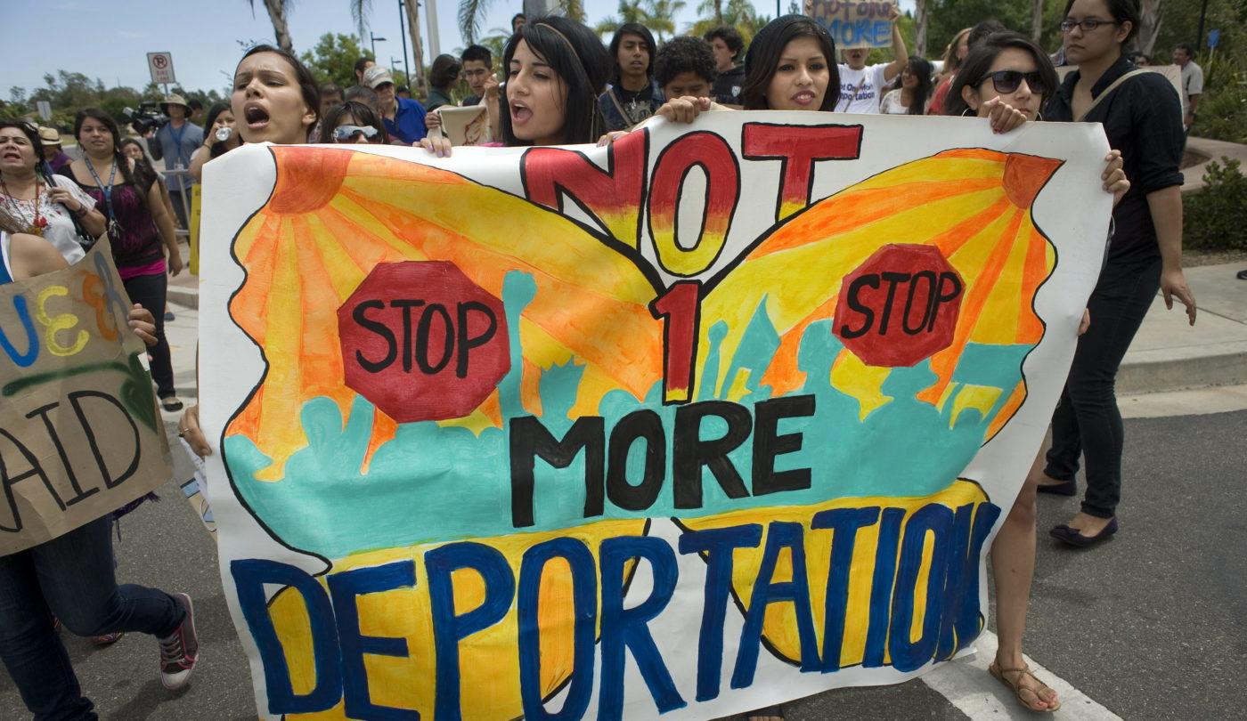 Adolescente inventa programa de ayuda ante deportaciones