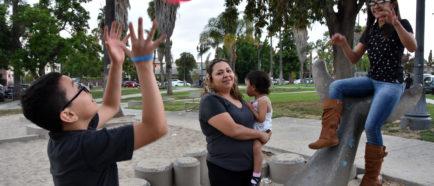 Hermanos guatemaltecos celebran asilo en EE.UU. tras años de temor