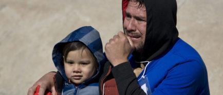 familias menores inmigrantes padres hijos