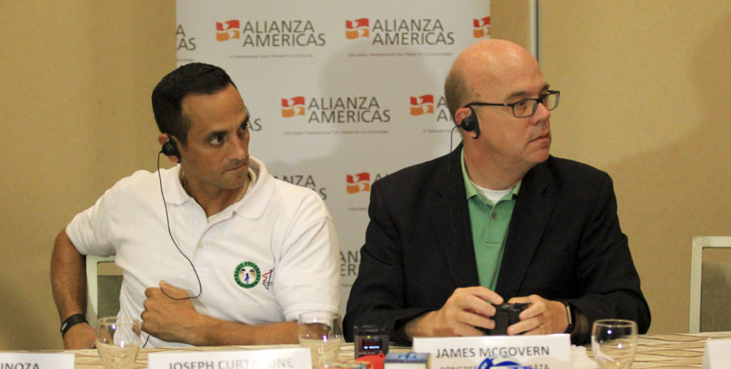 DELEGACIÓN DE EEUU BUSCA APOYO EN HONDURAS Y EL SALVADOR PARA INMIGRANTES