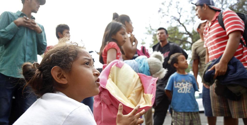 Mujeres, niños y mayores muestran el rostro más amargo de caravana migrante
