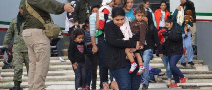 Autoridades mexicanas rescatan a 301 migrantes centroamericanos en riesgo
