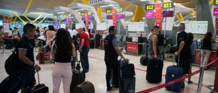 Inmigrantes llegan por aeropuertos