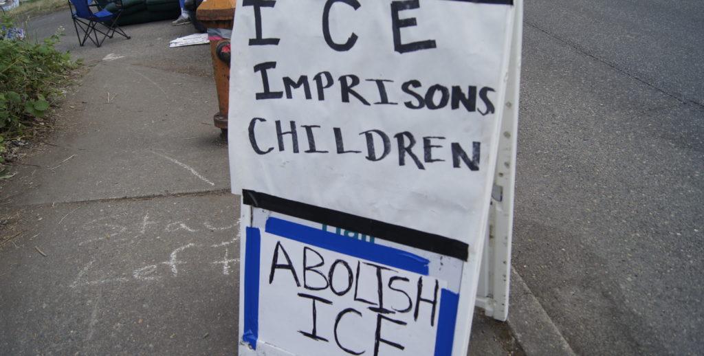 """La """"ciudad"""" del movimiento Ocupa ICE en Portland resiste a amenazas federales"""