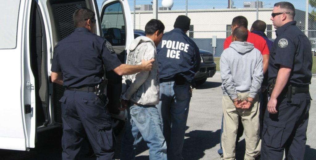 Detienen a inmigrantes indocumentados