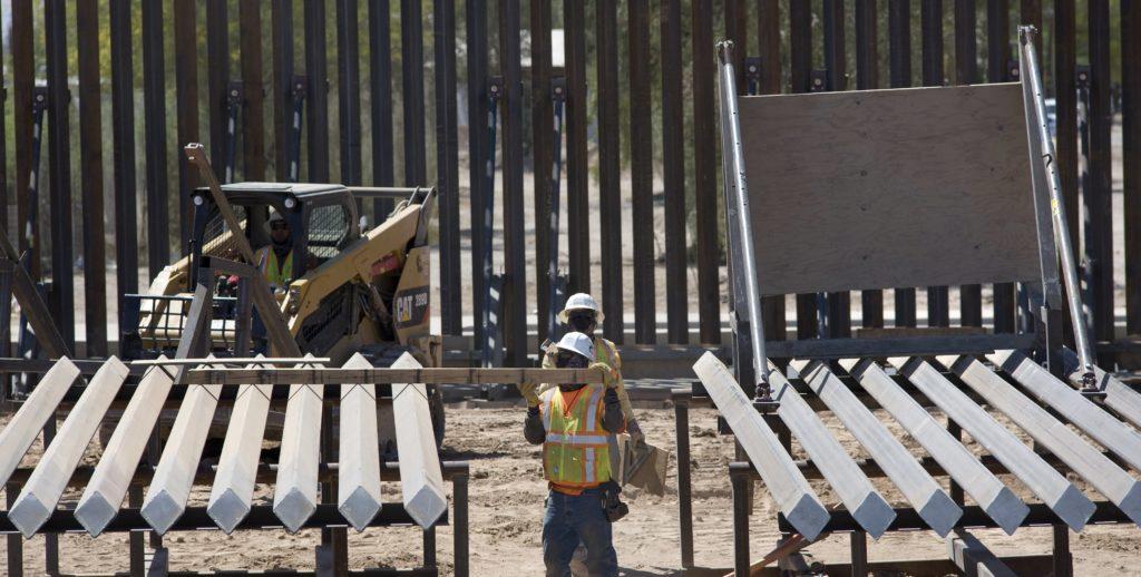 El Secretario de Seguridad Nacional de los EE. UU. visita la frontera entre México y los Estados Unidos