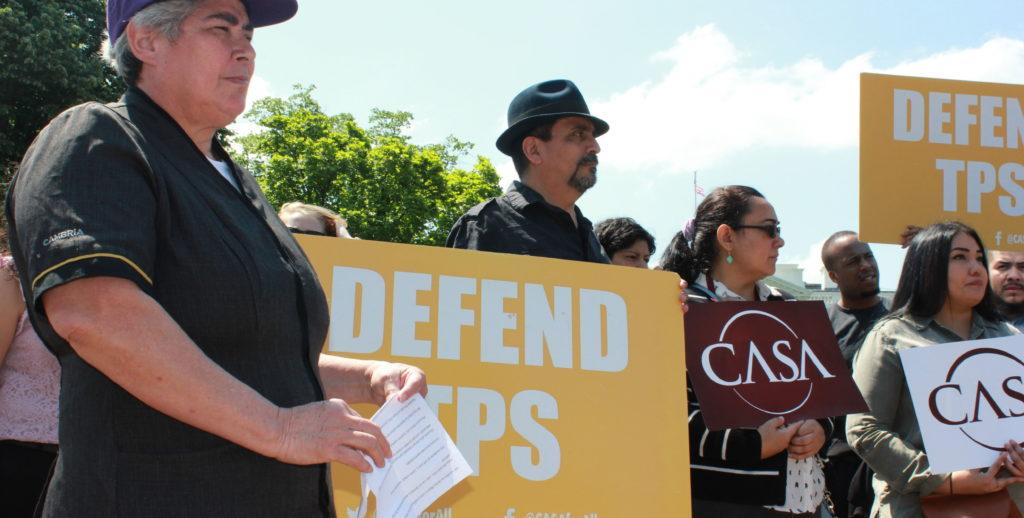 Hondureños con TPS reclaman ante la Casa Blanca regular su estado migratorio