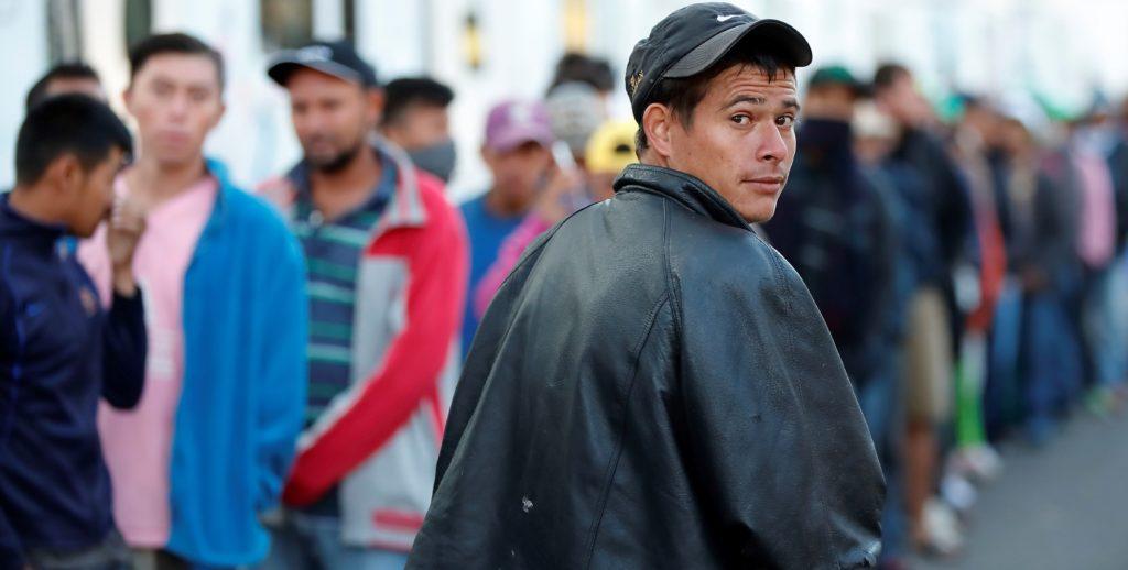Migrantes centroamericanos reciben ayuda en MX