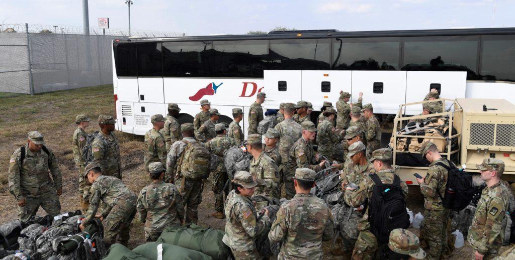 Asciende a 5.600 el número de militares de EE.UU. en la frontera con México