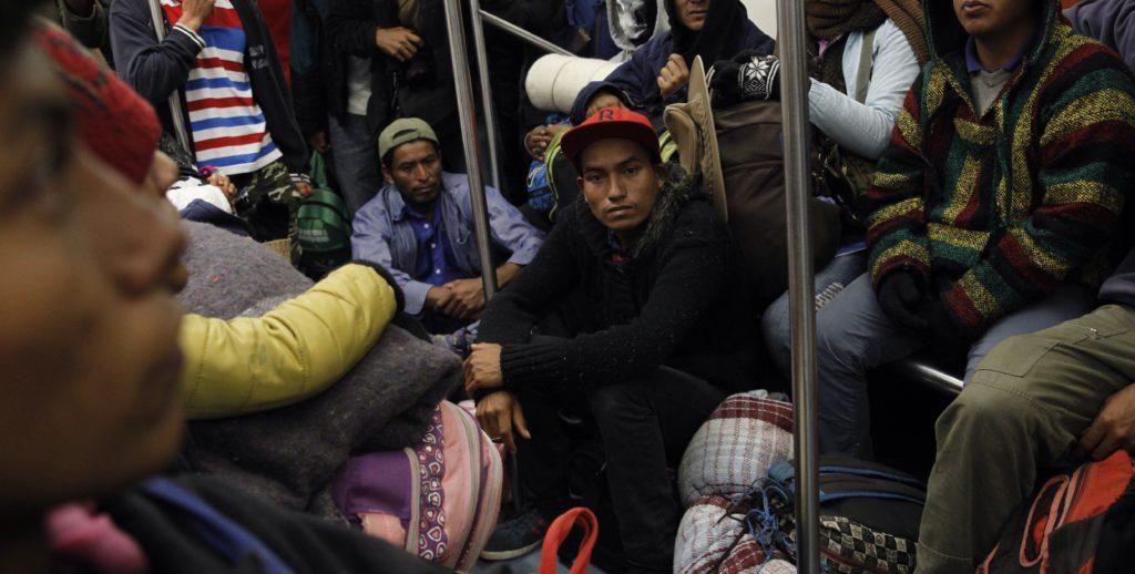 Mayoría de migrantes deciden quedarse un día más en Ciudad de México
