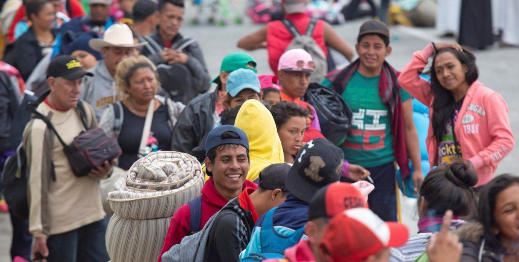 Caravana de migrantes retoma su marcha hacia Estados Unidos