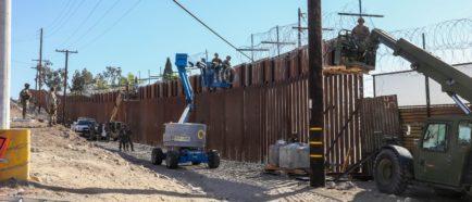 Caravana migrante recorre noroeste de México mientras EEUU refuerza frontera