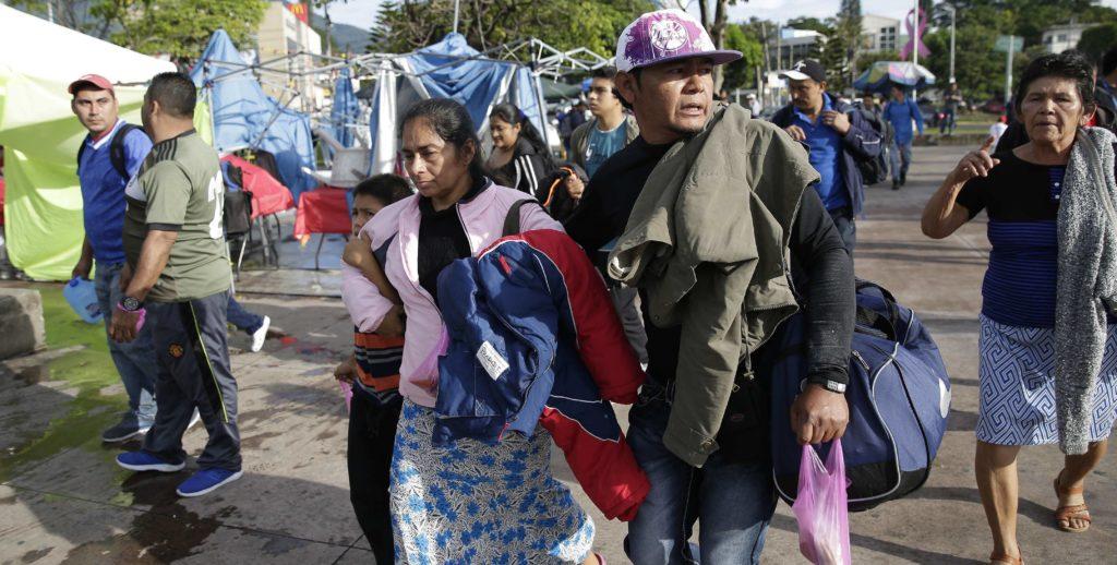 Unos 150 salvadoreños comienzan viaje en caravana con rumbo a Estados Unidos