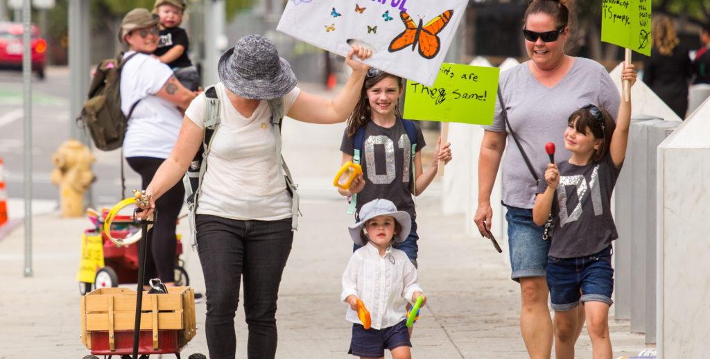 Desfile de niños contra la separación familiar de inmigrantes en Los Ángeles