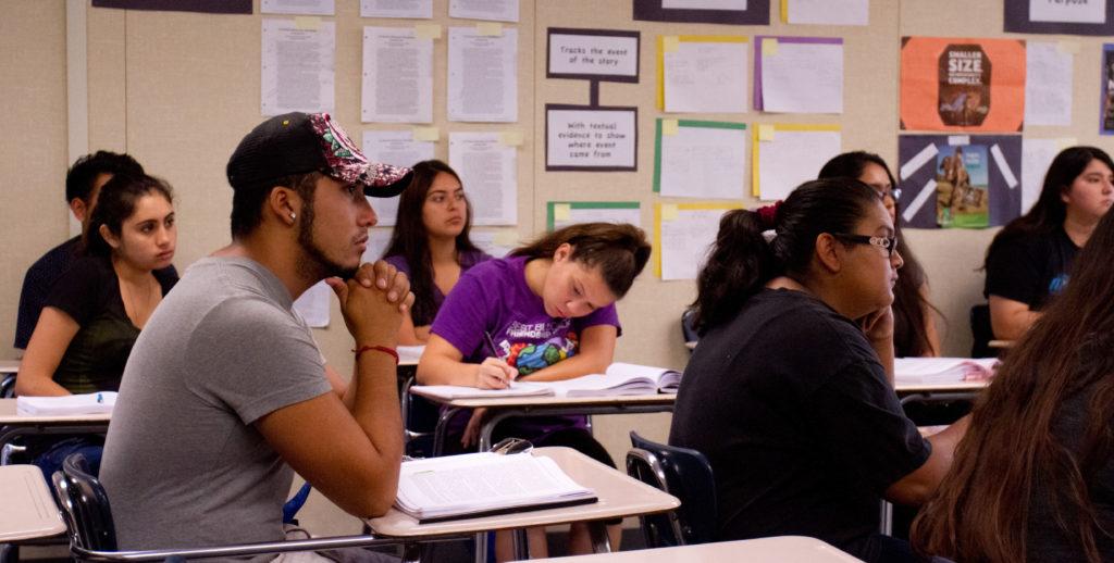 ESTUDIANTES LATINOS en California con bajos porcentajes de ingreso a la universidad