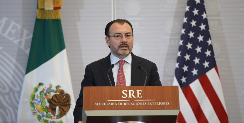 Videgaray reitera ante Pompeo que política migratoria de México es soberana