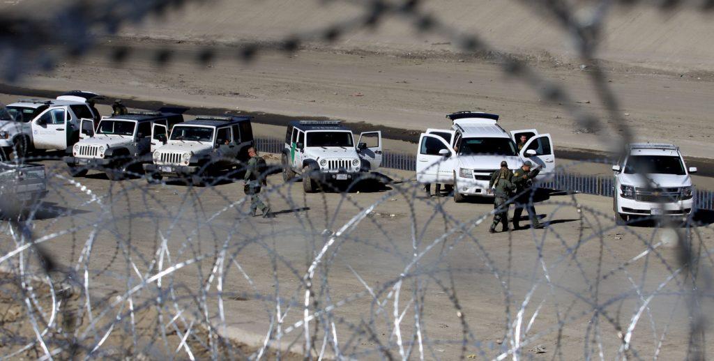 Tropas de EE.UU. vigilan la frontera sur