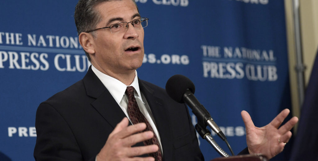 Fiscal de California acusa a Trump de abuso de poder y defiende a inmigrantes