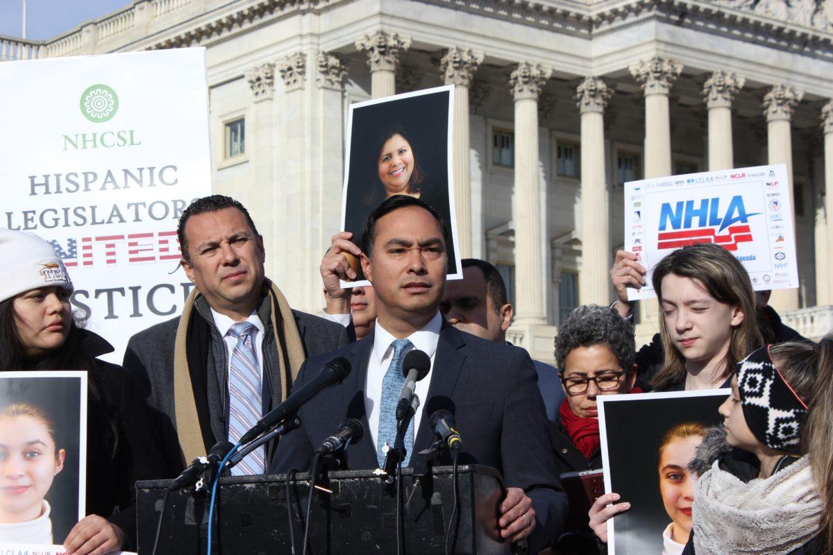 Líderes latinos abogan por solución inmediata y piden fin de juegos políticos