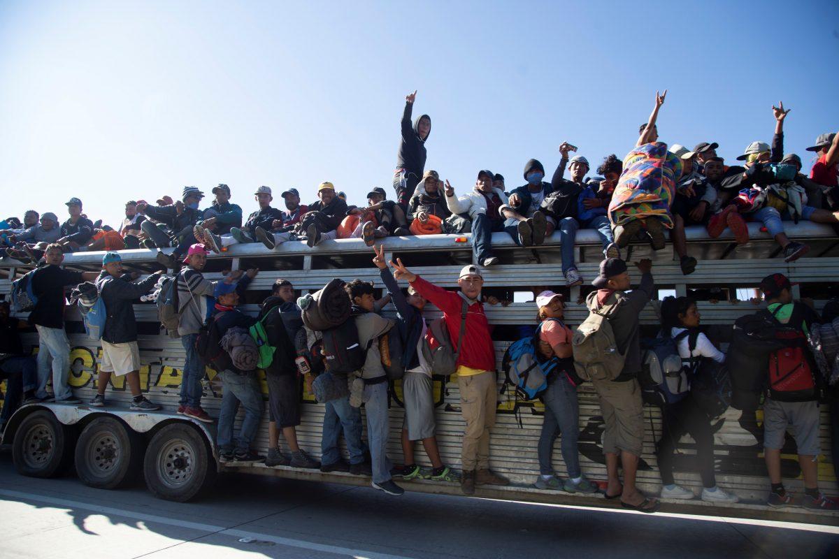 Más de 9.000 migrantes centroamericanos se mueven por México hacia EE.UU.