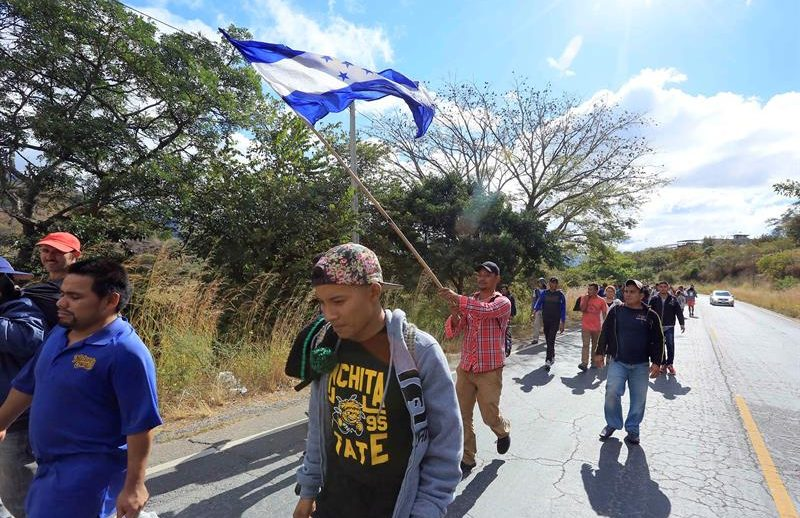 Regresan inmigrantes hondureños