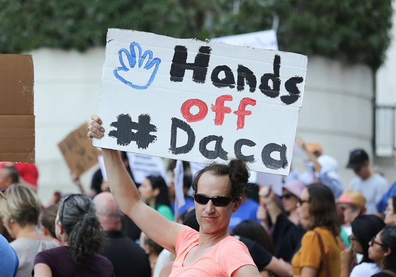 Activistas celebran la decisión del Supremo de no actuar sobre DACA