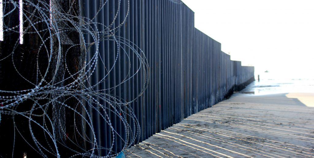 Nielsen carga contra los tribunales en su visita a la frontera con MÈxico