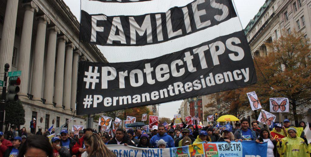 Multitud pide soluciÛn para inmigrantes TPS en Washington tras recorrer EEUU