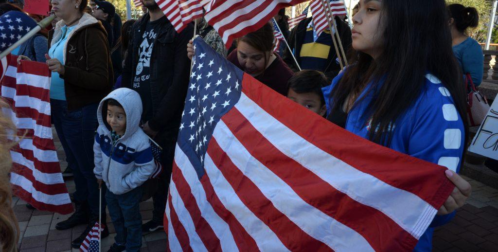 """Protesta en Texas por desprotecciÛn legal de los """"soÒadores"""""""