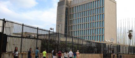 Vidas en pausa: los cubanos que esperan poder reunirse con su familia en EEUU