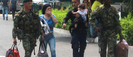 Desertan 85 militares venezolanos en un dÌa a Colombia y ya suman 411