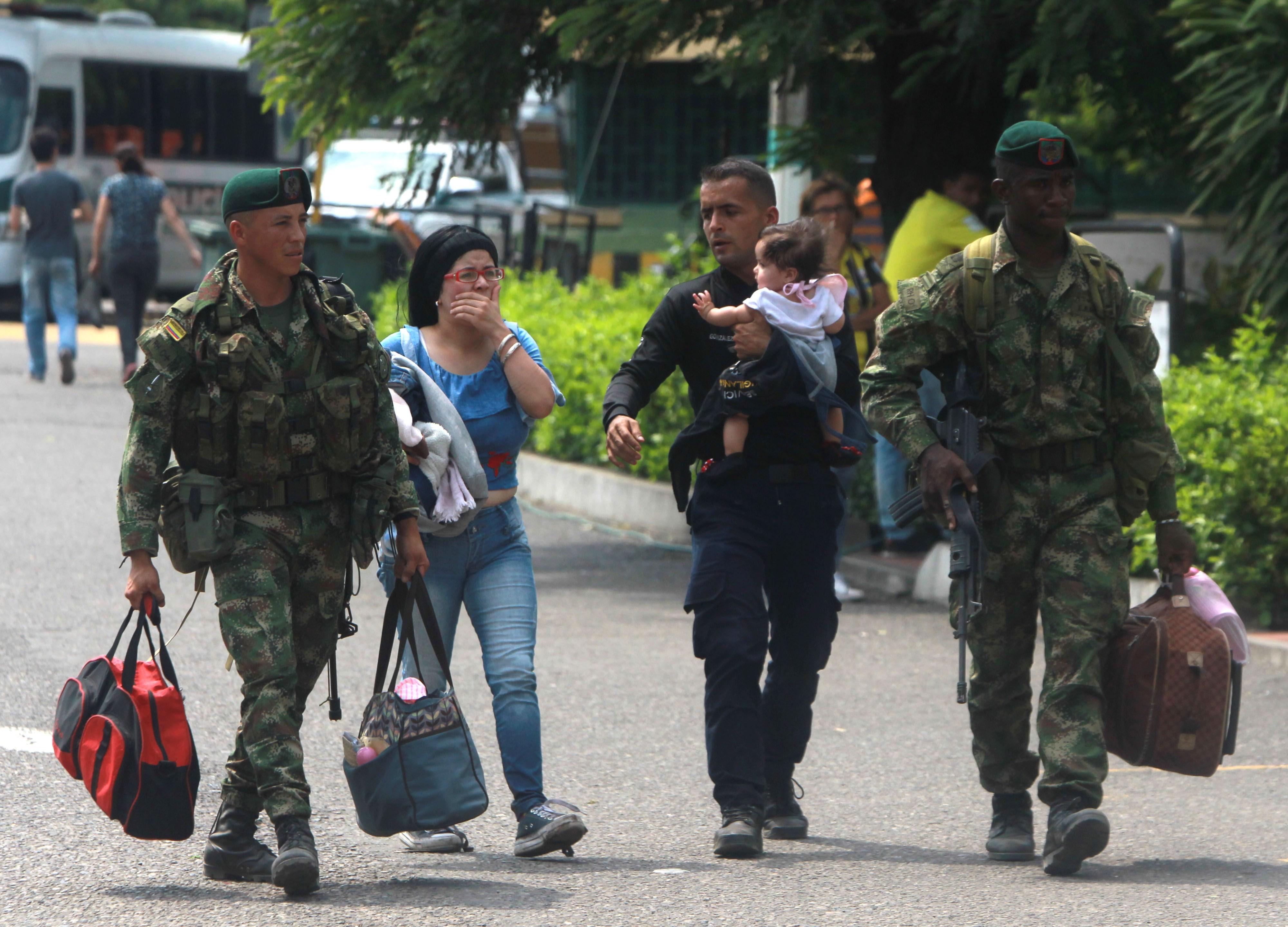 Cerca de 1.000 miembros de la Fuerza Pública venezolana han desertado a Colombia