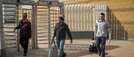 EE.UU contin˙a retornando a migrantes de primera caravana