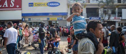 M·s de 3.000 migrantes hondureÒos y salvadoreÒos cruzaron a MÈxico