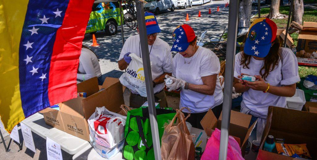 RecolecciÛn de ayuda para Venezuela en Miami