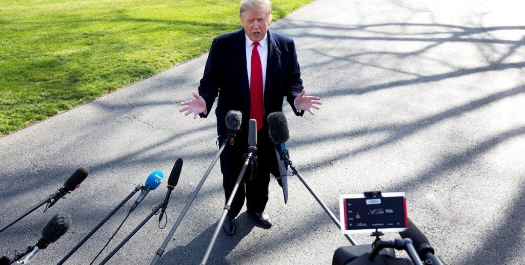 Presidente Donald Trump habla con la prensa en la Casa Blanca