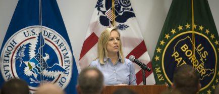 Secretaria del Departamento de Seguridad de Estados Unidos visita estaciÛn de patrulla fronteriza