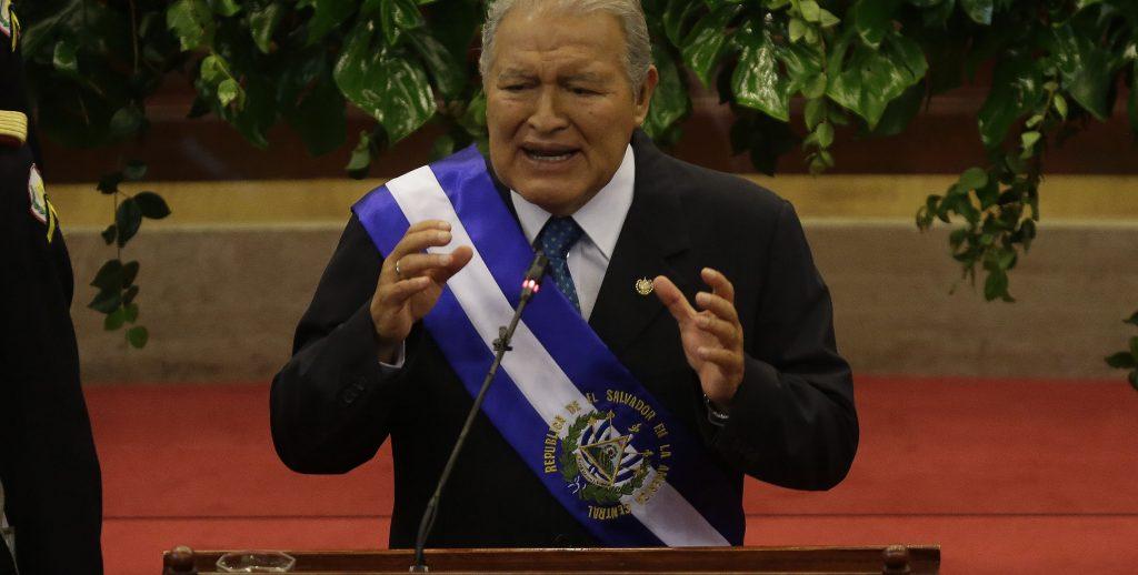 "PRESIDENTE SALVADORE—O BUSCA SALIR DE CRISIS PENSIONES EN CUARTO A—O DE GESTI""N"