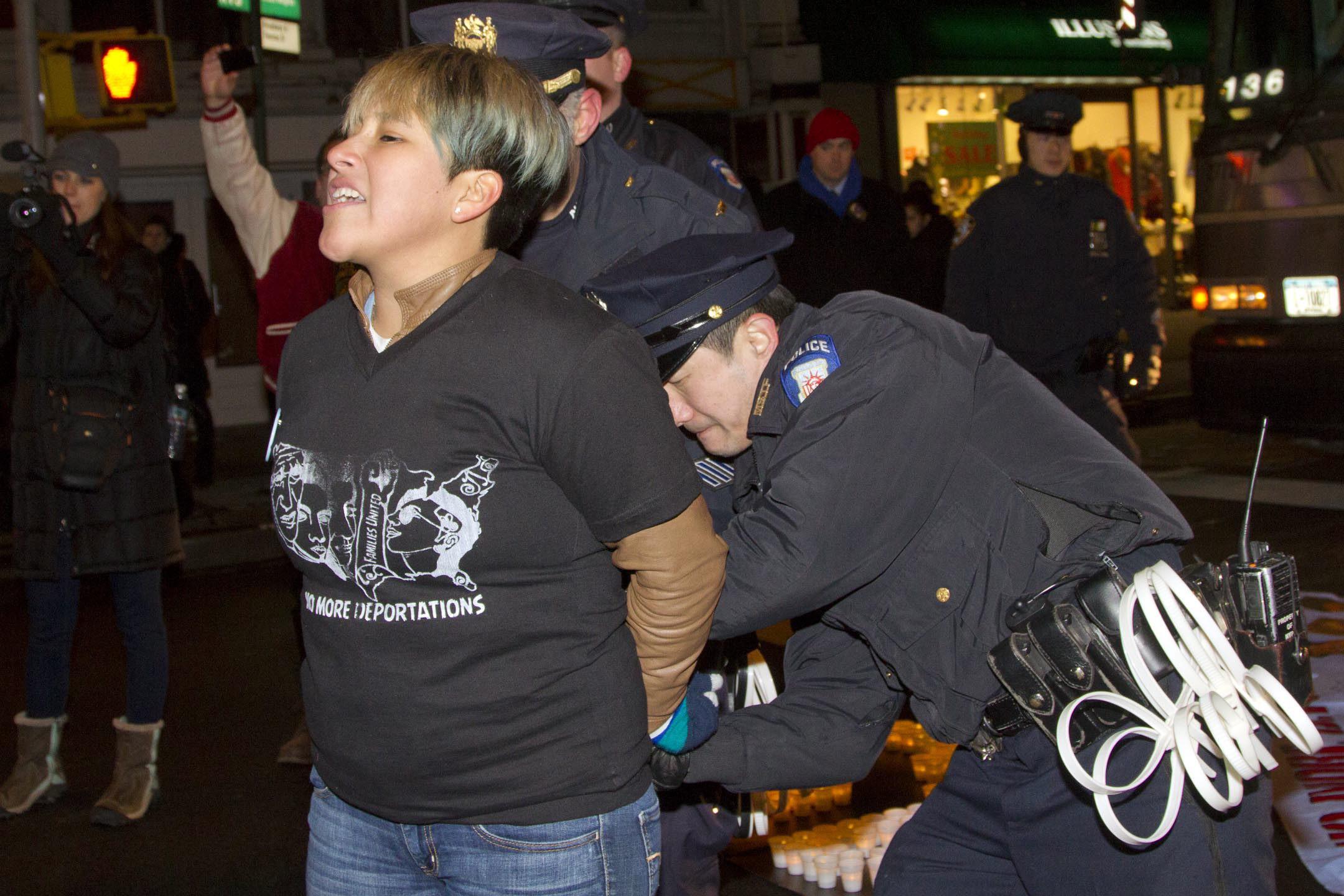 ICE reduce arrestos y deportaciones por la crisis en la fronteriza